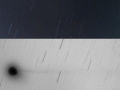 Az üstökös október 22-én (Gencsapáti, 2006.10.22 18:12 UT, 150/900 Makszutov-Newton, Canon EOS 300D, ISO 800, 20x120sec expozíciós idő)