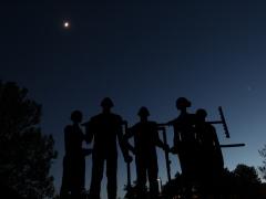 Hold, Vénusz és az Aratók szoborcsoport.