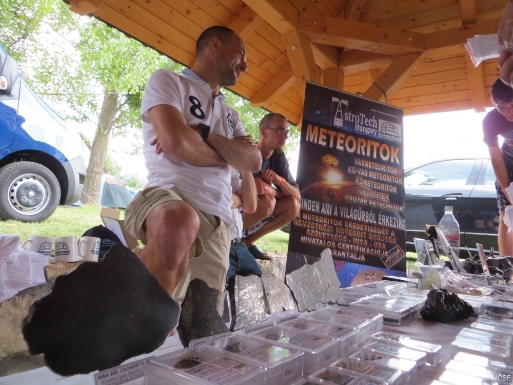 mtt2014-bazar-meteoritok