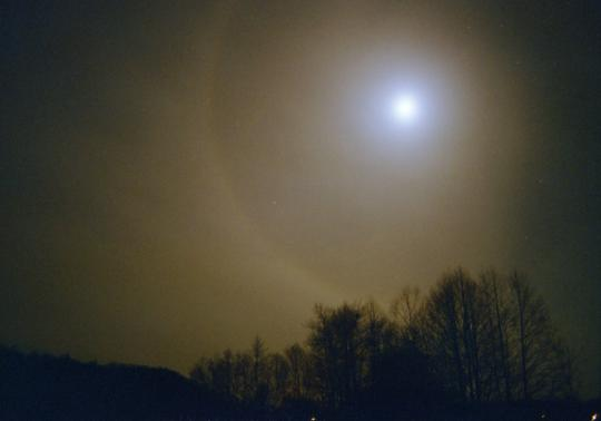 Holdhalo a zselici dombok felett