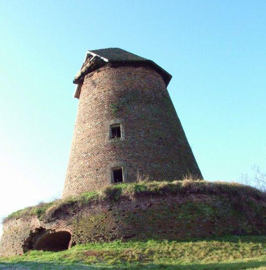 Csillagvizsgálónknak a képen látható egykori szélmalom ad majd otthont