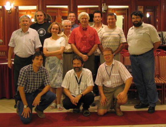 2005. szeptember 5-10. között Pécsett került megrendezésre a Változócsillag Konferencia. Képünkön az AAVSO igazgatója, Arne Henden látható hazai amatőrcsillagászok társaságában