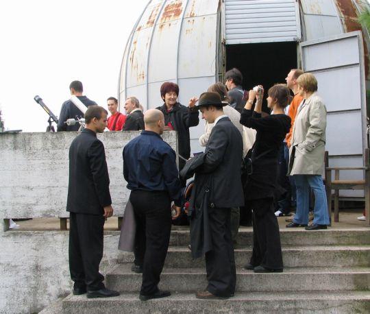 Távcsöves bemutató a Misina oldalában a 2005. október 3-i részleges napfogyatkozás alkalmából