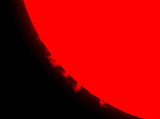 Bucsi Gábor és Balogh Gábor H-alfa szűrővel készült felvétele a Napról (Műszer: 63/840 Telemator)