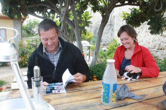 Filip Feys és felesége, Chantal épp a Meteorral ismerkedik