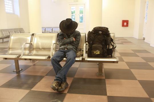 Egy fárasztó utazás vége: a pireuszi vasútállomáson