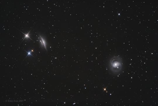 Az M77 (jobbra) és NGC 1055 (balra) Éder Iván felvételén, melyet 30 cm-es reflektorral készített