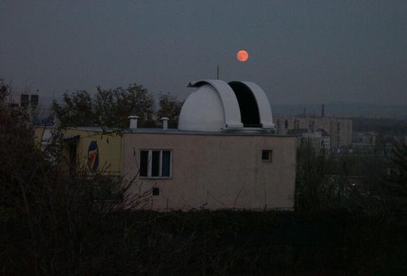 Holdkelte a csillagvizsgáló mögött (Mizser Attila)