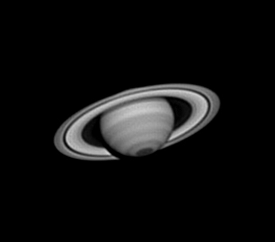 Michal Vajda Szaturnusz-felvétele. 300/1500-as Newton, 3,8x-szoros nyújtás, ASI 120MM kamera infravörös fényben.