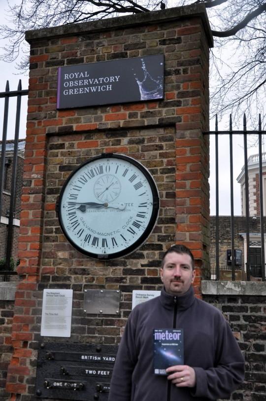 Pete Gábor a Greenwichi Obszervatórium bejáratánál.