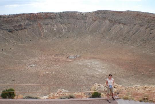 Meteorral a meteoritkráternél: Sipőcz Brigitta Arizonában.