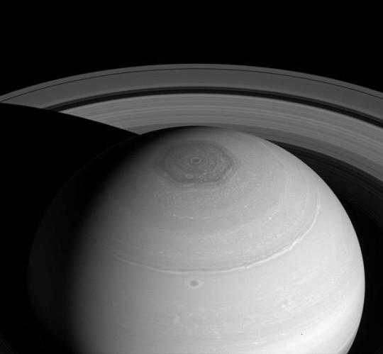 A Szaturnusz északi pólusvidékén található hatszög alakú légköri képződmény, a Hexagon.