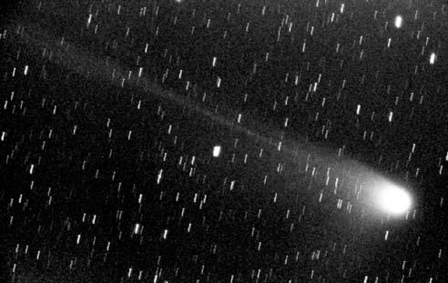 4. ábra. A C/2001 Q4 (NEAT) üstökös Csabai István felvételén (110/750-es objektív, Ilford Delta 400 film, 15 perc)