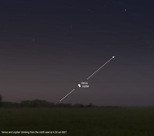 A Vénusz és a Jupiter szoros közelsége augusztus 18-án hajnalban.
