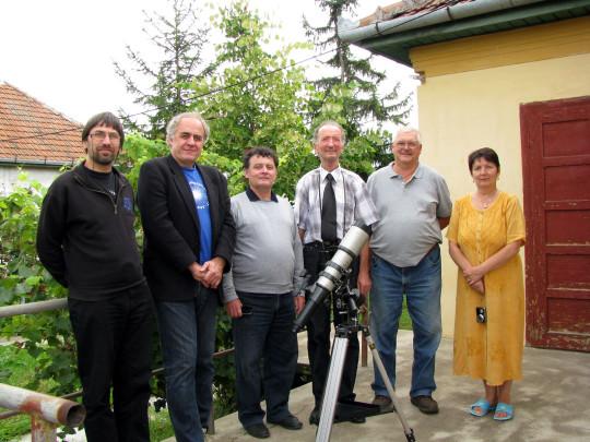 Együtt az észlelőteraszon: Nyerges Gyula, Mizser Attila, Kocsis Antal, Kósa-Kiss Attila, Iskum József és Kósa-Kiss Gizella.