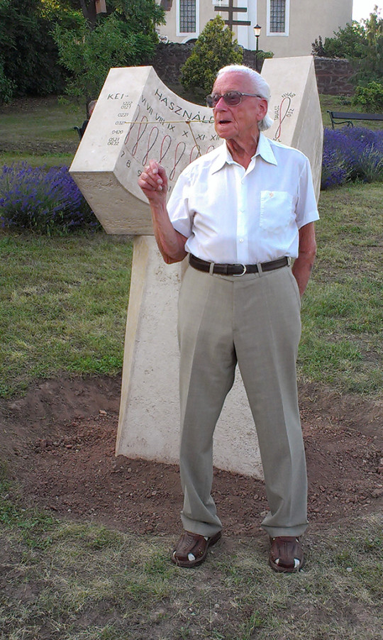 Ponori Thewrewk Aurél 2013. június 20-án, az általa tervezett paloznaki napóra avatásán.