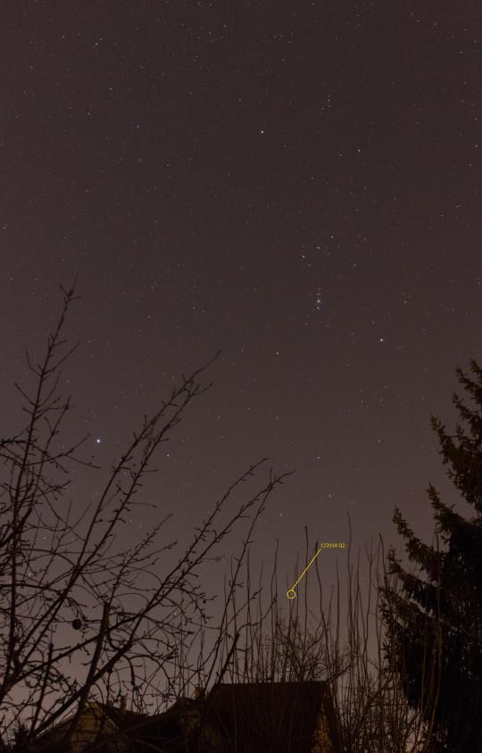 Nincs lehetetlen! Meglett az ágak között bujkáló Lovejoy-üstökös december 26-án, mélyen az Orion alatt. (Nagy Tibor felvétele)