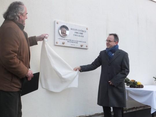 Mizser Attila és Bús Balázs leleplezik az emléktáblát