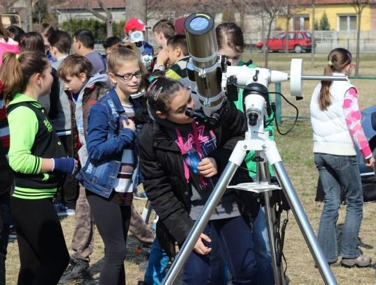 A Dorogi Csillagász Kör bemutatóján 300 gyerek vett részt.