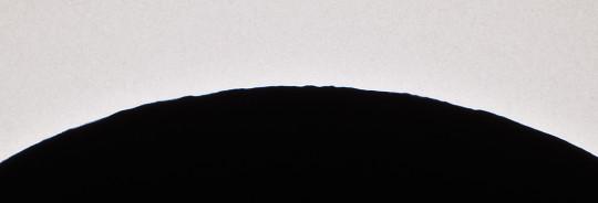 Hegyek-völgyek a holdperemen Szitkay Gábor felvételén.