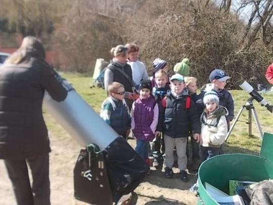 Óvodások a Budaörs-Kamaraerdőn tartott bemutatón.