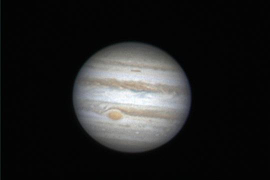 Habár ez a Jupiter-felvétel még februárban készült, a bolygóóriás áprilisban is kiválóan észlelhető. Kurucz János fotója február 7-én készült, 25 cm-es Cassegrain-távcsővel.