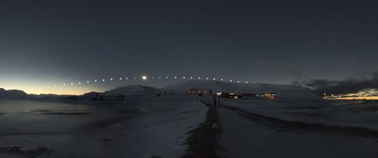 Teljes napfogyatkozás a jegesmedvék földjén @ Polaris Csillagvizsgáló | Budapest | Budapest | Magyarország