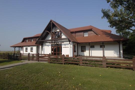 A Fecskeház Erdei Iskola lesz otthonunk a csillagásztábor ideje alatt.