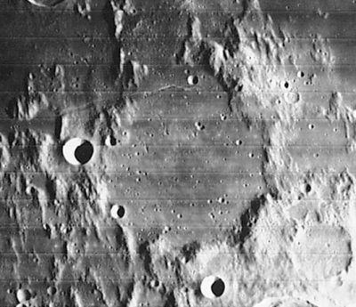 A Flammarion-kráter a Lunar Orbiter IV felvételén. A kráter a nagy francia ismeretterjesztő csillagász emlékét őrzi.