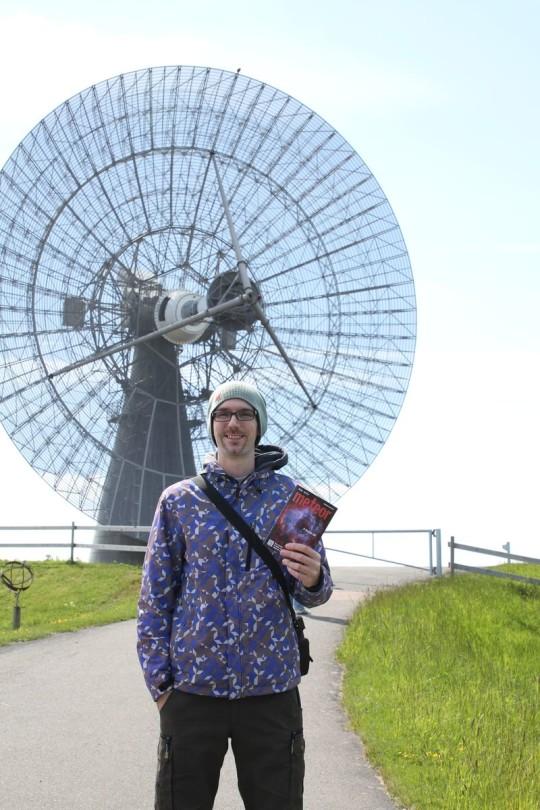 Orbán Árpád az  Onsala Space Observatory 25 m-es rádiótávcsövénél (Svédország).