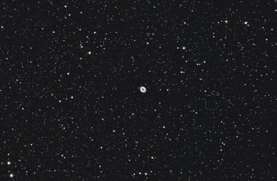 Az M57 és vidéke Váradi Nagy Pál 2017. június 3-án készült tesztfelvételén. 150/750-es Newton-reflektor, Canon 1100Da, 150/750-es Newton-reflektor. (csillagtura.ro)