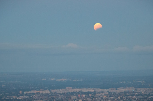 Hajnali holdfogyatkozás a Hármashatár-hegyről @ Hármashatár-hegy csúcsa