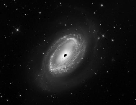 Az NGC 4725 GX Com (Mt. Lemmon Obszervatórium 60 cm-es RC távcsöve, Adam Block felvétele).
